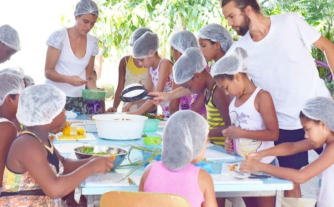"""Die Kinder der """"Nenhum a Menos"""" lernen die Bedeutung von gesünderem Essen"""